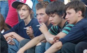 jovenes-fumando